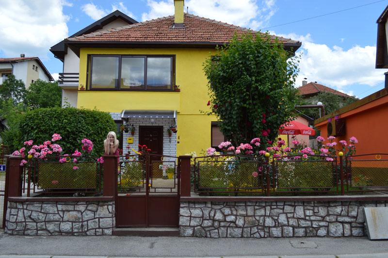 Miro i Jadranka Pušonja, dvorište u gradskom području